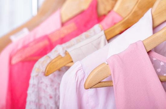 ee9300b218d22 結婚式やその二次会に参加する際に必ず必要になるのが、パーティー用のドレスやワンピース。